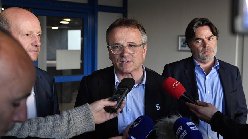 Gilles Sergent, au centre, quitte déjà la présidence du SM Caen. Il est remplacé par Fabrice Clément (à droite). Jean -Marie Piranda (à gauche) devient vice-président.