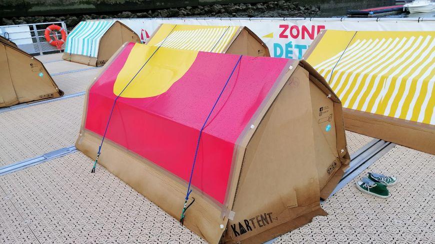 Pendant l'Armada, on peut dormir sous la tente sur le camping flottant