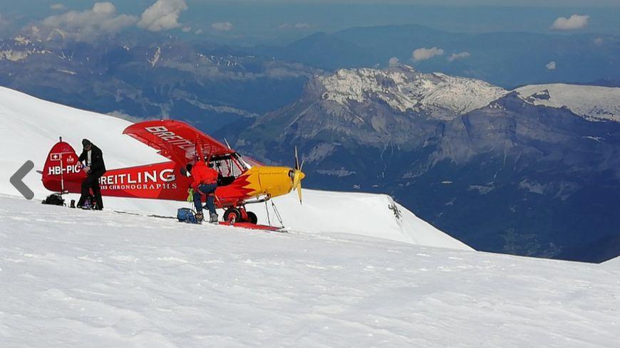 L'avion photographié par un alpiniste qui faisait au même moment l'ascension du Mont Blanc