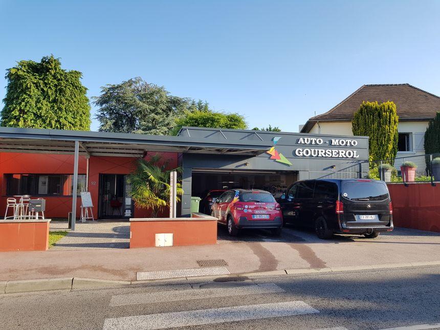 Gourserol est situé au 92 de la rue d'Isle à Limoges.