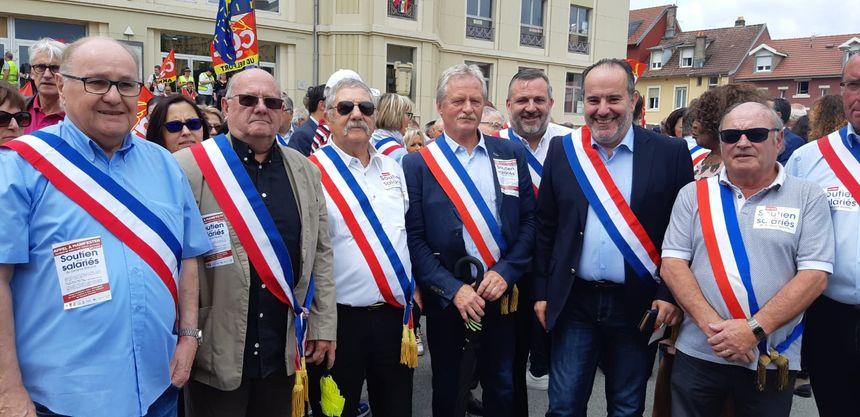 Les maires des communes du Territoire de Belfort, aux côtés du député Michel Zumkeller.