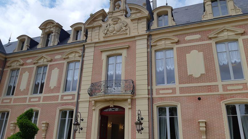 La façade du château du Petit Chêne a été refaite à l'identique