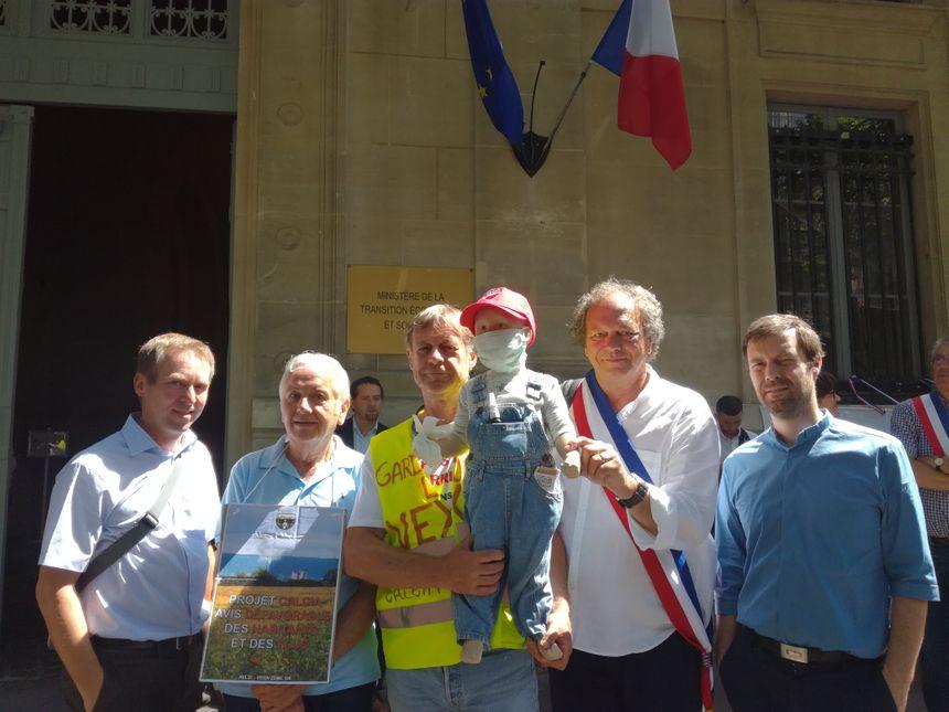 Philippe Laborde est membre d'AVL3C, il est venu avec sa marionnette à l'image d'un enfant pour défendre les futures générations. Il l'a appelée Rémi, en hommage à Rémi Fraisse, mort en 2014 à Sivens.
