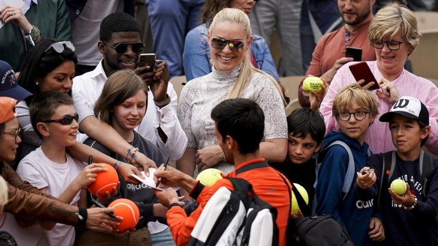 Le N.1 mondial Novak Djokovic en star à Roland-Garros.