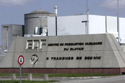 Photo de la centrale nucléaire du Blayais (Gironde), qui comprend quatre réacteurs de la filière à eau pressurisée, prise le 02 juin 2006 à Blaye.