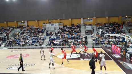Plays off de pro B de basket : l'OLB remporte la demi-finale aller face à Saint Chamond