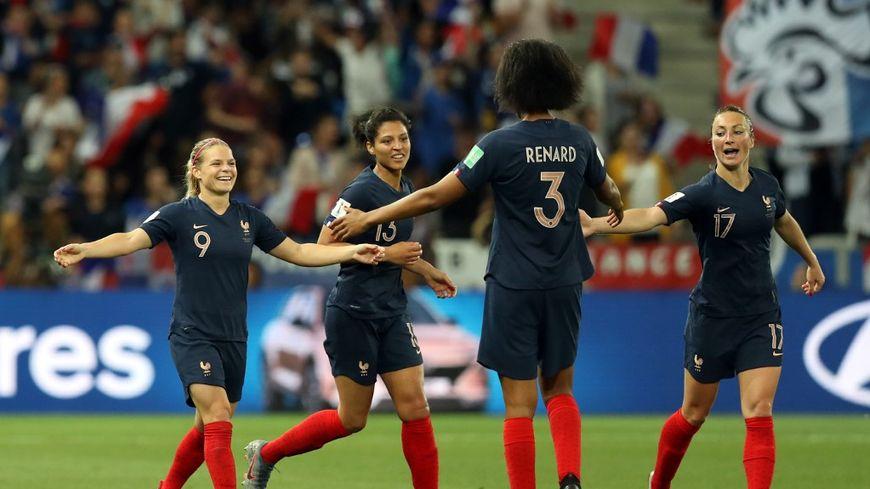 """Avec leurs deux victoires, les Bleues sont assurées de jouer les 8e de finale de """"leur"""" Coupe du monde."""