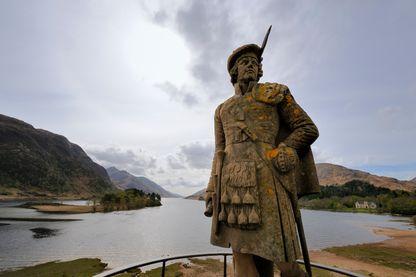 Statue d'un highlander, en Ecosse, devant le loch Shiel en mémoire de Bonnie Prince Charlie