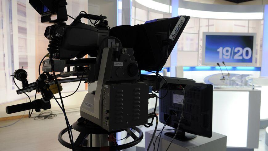 Les journaux télévisés du soir sont en moyenne suivis par 15 millions de téléspectateurs.