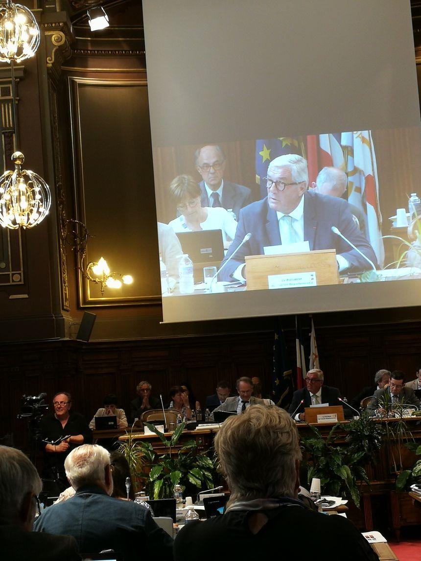 Le président François Sauvadet en session
