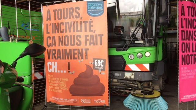 Une campagne d'affichage choc pour lutter contre les déjections canines en ville