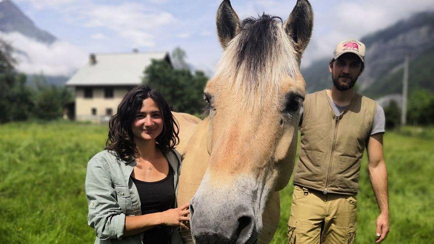Kim et Flavien sont partis de Grenoble avec trois chevaux et un chien. L'objectif : atteindre le Vietnam d'ici deux ans.