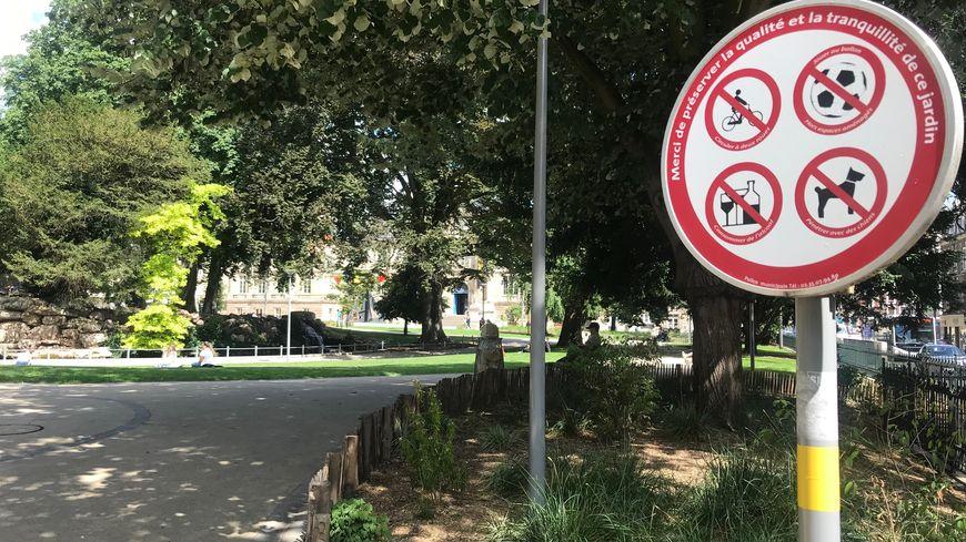 A l'entrée du square Verdrel, les chiens sont clairement interdits.