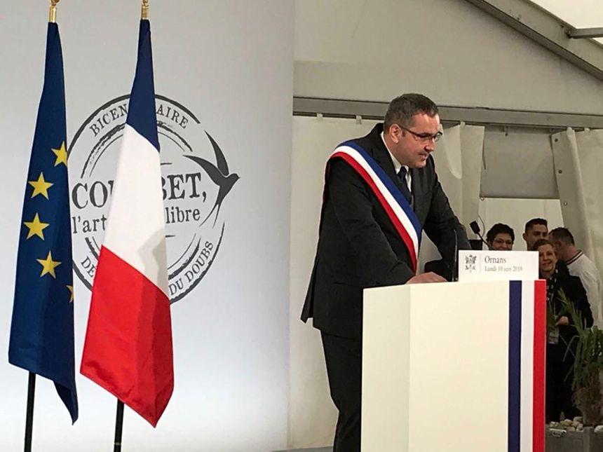 Sylvain Ducret, le maire d'Ornans fait son discours à l'arrivée d'Emmanuel Macron