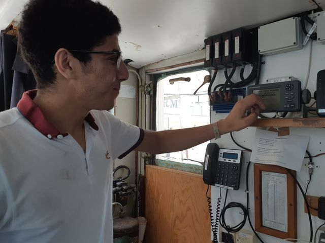 Sur le navire, Marc Tilley, porte-parole de l'ONG, reçoit toujours les appels de détresse des migrants perdus en mer