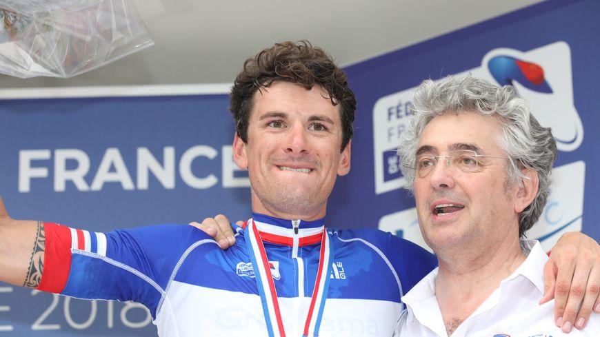 Marc Madiot, le manager de l'équipe cycliste Groupama FDJ avec son coureur Anthony Roux.