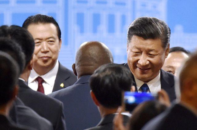 Meng Hongwei (à gauche) et Xi Jinping, président de la république populaire de Chine (à droite)