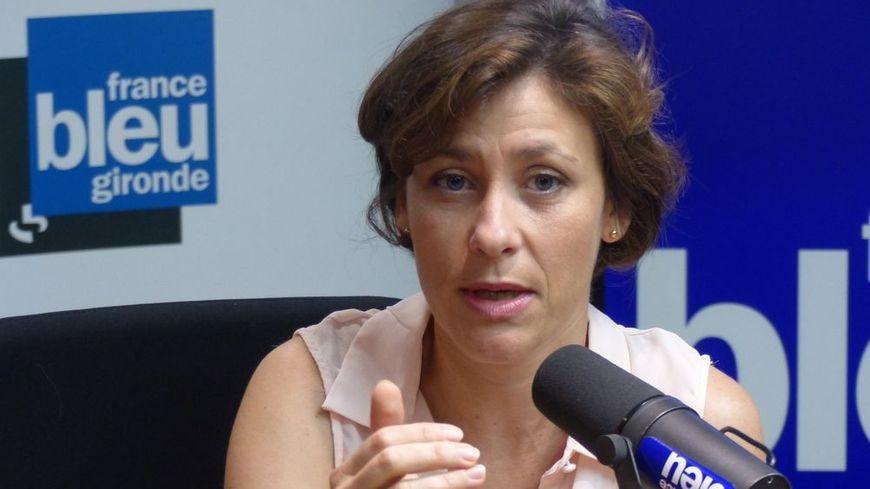 Christelle Dubos dans le studio de France Bleu Gironde.