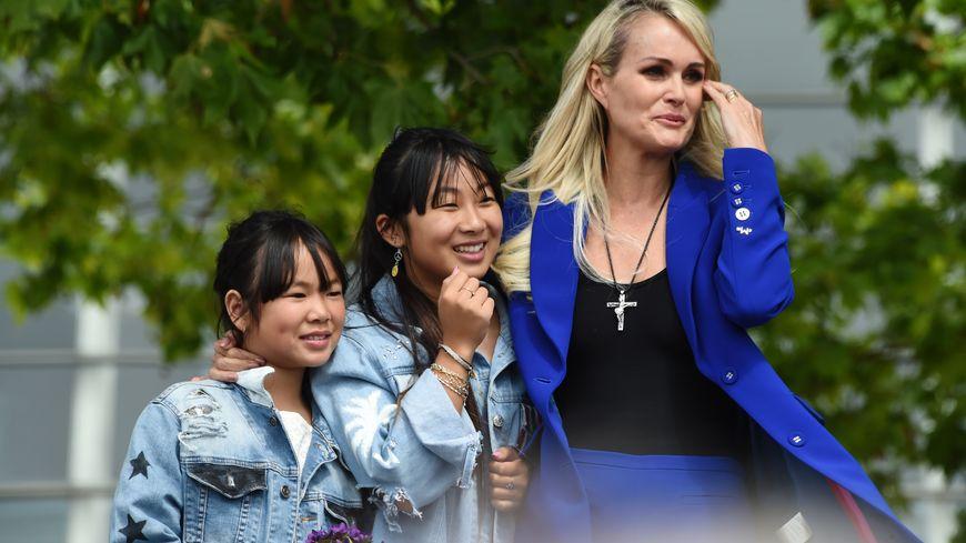 Laeticia, Jade et Joy Hallyday à Toulouse