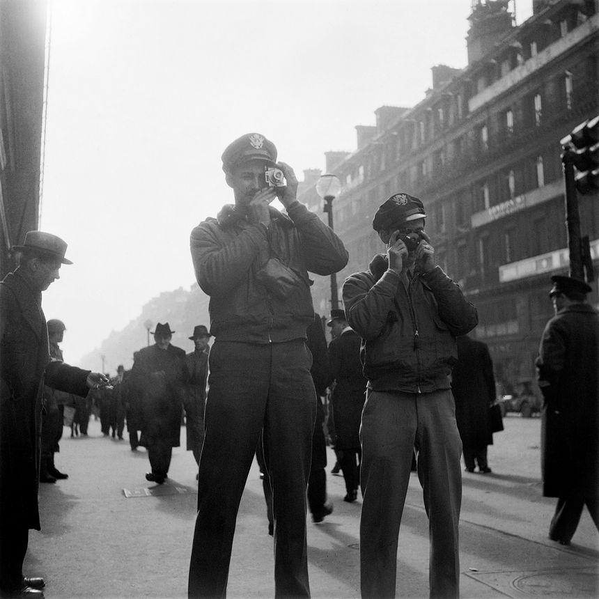 """Pour les soldats en permission, le """"pocket guide"""" liste quelques monuments et villes à voir (ici, Paris)."""