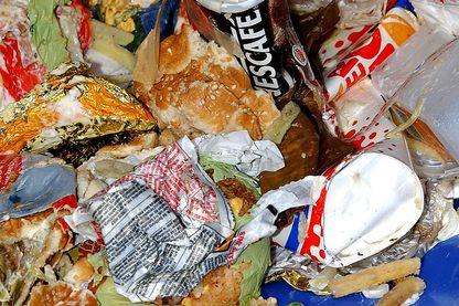Les déchets que les fast-foods doivent maintenant trier