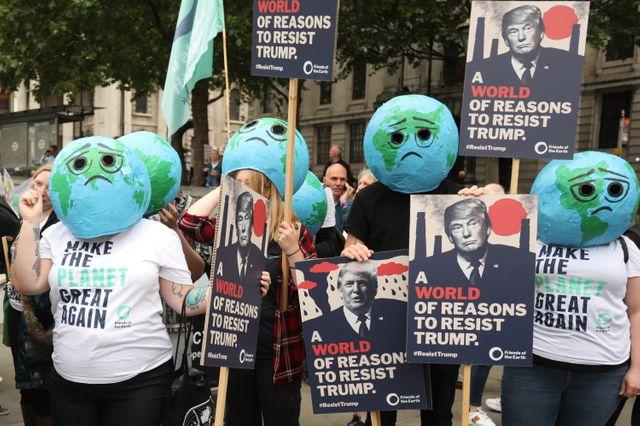 Les Anglais manifestent contre la visite de Trump mardi midi à Londres