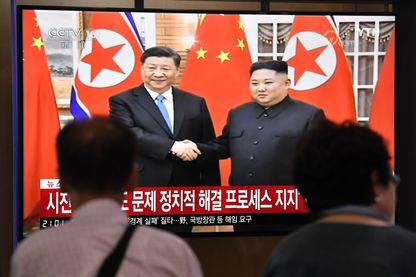 Les Sud-Coréens ont suivi à la télévision la rencontre à Pyong Yang du président chinois Xi Jinping et du leader nord-coréen Kim Jong-un.