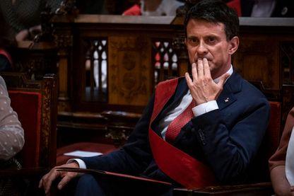 Manuel Valls durant les investitures en Espagne à Barcelone