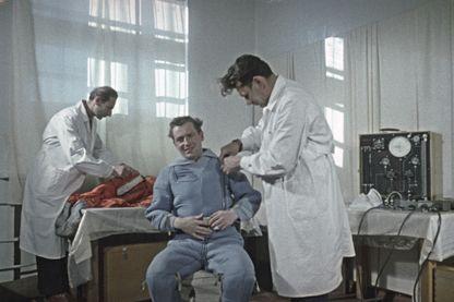 En ce mois de mai 1961, German Titov se prépare à partir de Vostok-2. Il ne le sait pas encore mais le mal de l'espace le guette...