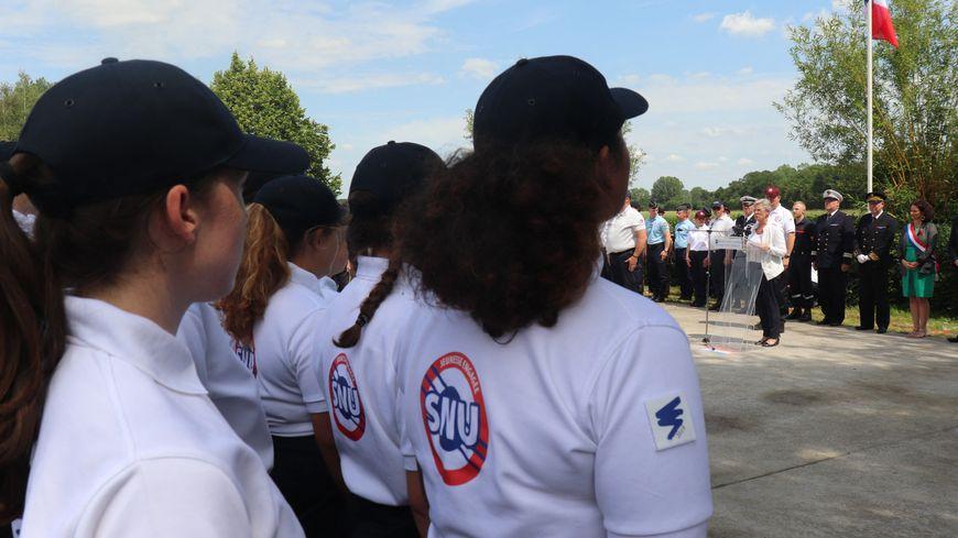Une centaine de jeunes, âgés de 15 à 16 ans, venus d'une dizaine de départements, se réunissent pendant 2 semaines pour le Service National Universel.