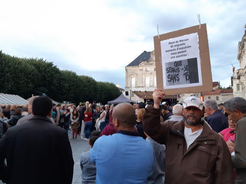 Une mobilisation d'une heure environ devant la mairie de Mont-de-Marsan