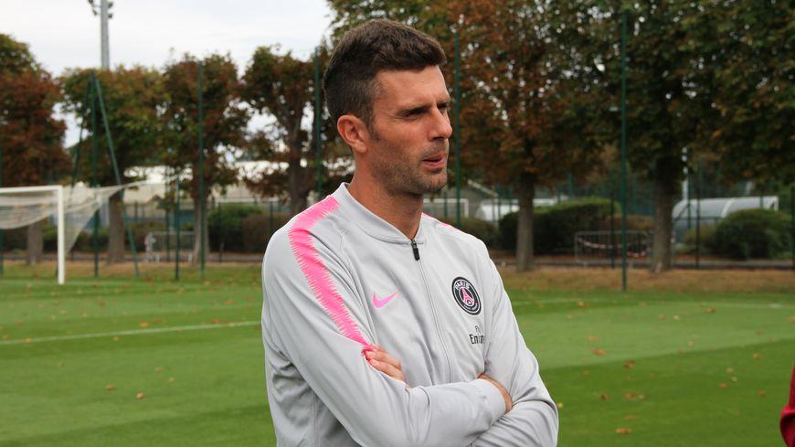 L'ancien milieu de terrain du PSG a débuté sa carrière d'entraîneur par une victoire à la tête des U19 du PSG. Saint-Germain-en-Laye, août 2018.