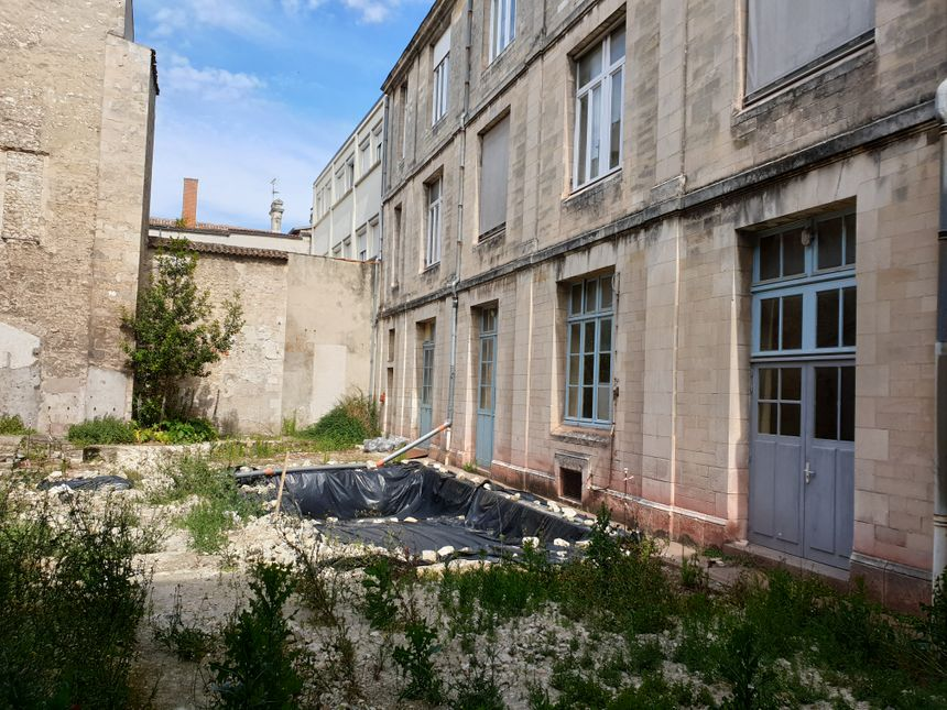 La cour Saint-Michel va se transformer en résidence de standing, vendue à des au prix du marché, c'est-à-dire très cher ! Façon d'équilibrer le budget de l'opération. Mais aussi d'assurer la mixité.