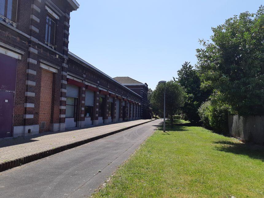 La future ligne de tramway de Wattrelos pourrait passer derrière l'actuelle école de musique, l'ancienne gare SNCF