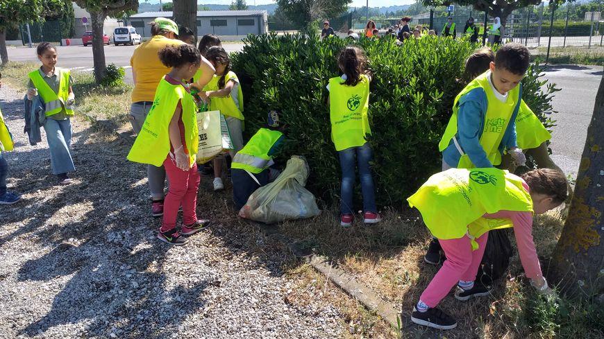 Onze classes de l'école François Jouve à Carpentras ont participé au ramassage des déchets.