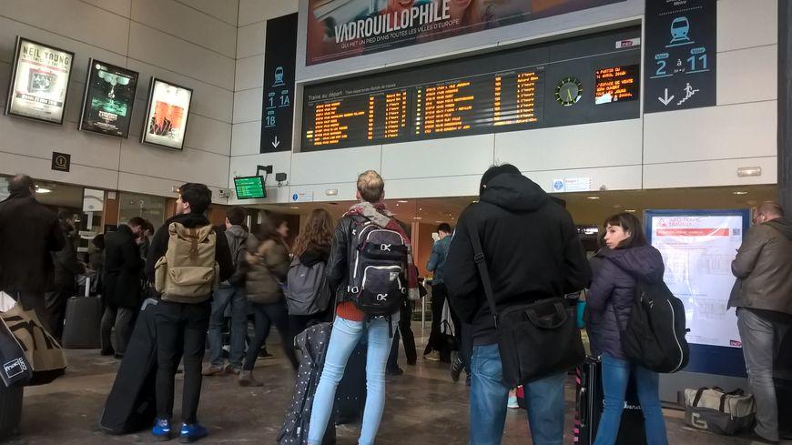 La SNCF a interrompu le trafic sur l'ensemble des lignes par sécurité. (photo d'illustration)
