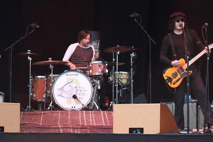 The Raconteurs, (de gauche à droite) Brendan Benson, Patrick Keeler et Jack White le 25 mai 2019 en concert pendant le festival All Points East au Victoria Park de Londres.