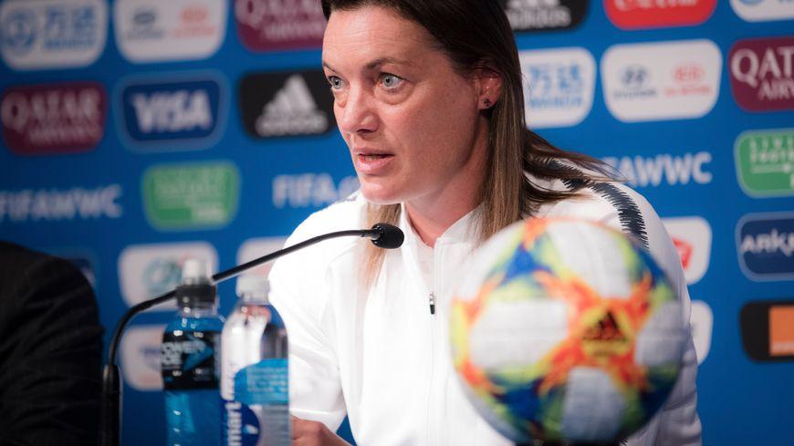 Corinne Diacre, sélectionneuse de l'équipe de France de football.