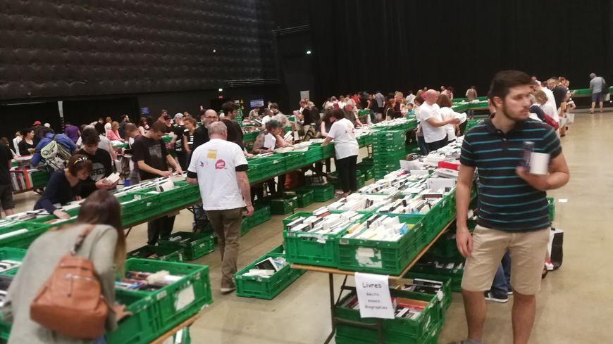 La 11e Braderie solidaire de la Fnac de Dijon au profit du Secours populaire s'est tenue ce dimanche 16 juin 2019 au Zénith de Dijon.