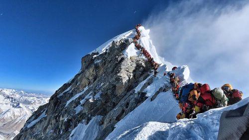 Tourismes : l'heure de la démesure (3/4) : Alpinisme, quand les masses touchent les sommets