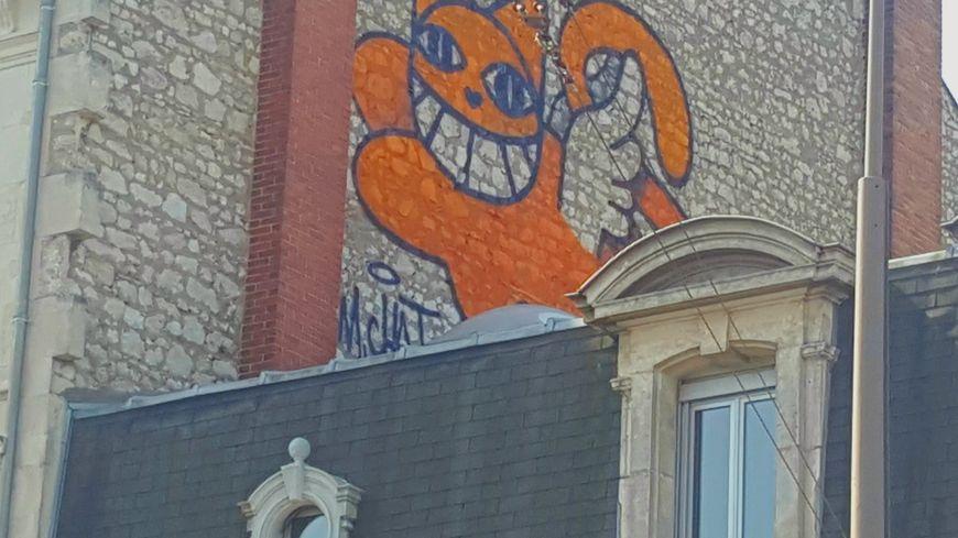 Un nouveau gros matou signé Mr Chat trône désormais sur un immeuble du 79 boulevard Alexandre Martin à Orléans