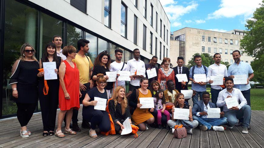 Remise de diplômes ce vendredi à l'université de Bourgogne, pour les étudiants réfugiés et demandeurs d'asile inscrits au D.U Français Langue Etrangère.