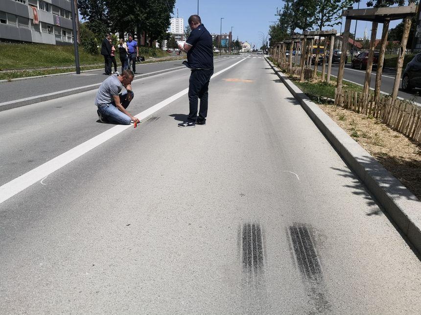 """Le bus a freiné """"sur trois mètres"""", selon l'adjoint au maire Jean-Christophe Loric."""