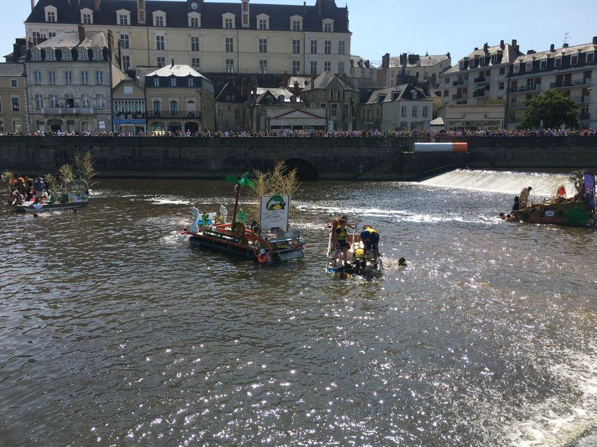Quasiment tous les participants ont fini à l'eau.