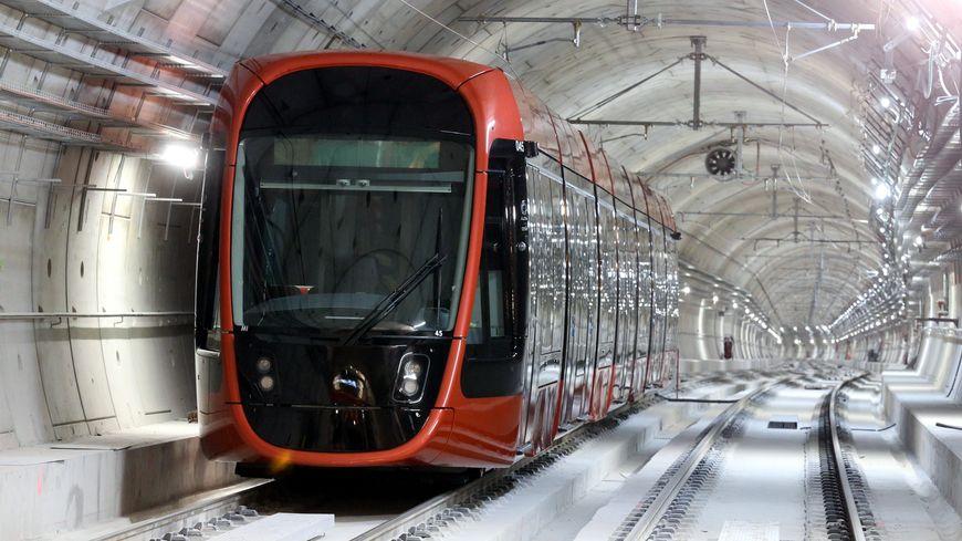 Une des deux stations souterraines du tramway niçois