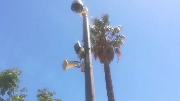 """Le haut-parleur installé sous la caméra permettra de réprimander """"en direct"""" les passants"""