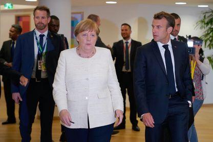 Emmanuel Macron et Angela Merkel au dernier sommet européen de Bruxelles, le 20 juin, qui n'a pas réussi à s'entendre sur les nominations aux postes-clé de l'UE.
