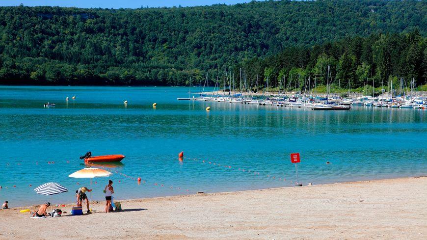La baignade au Lac de Vouglans dans le Jura.