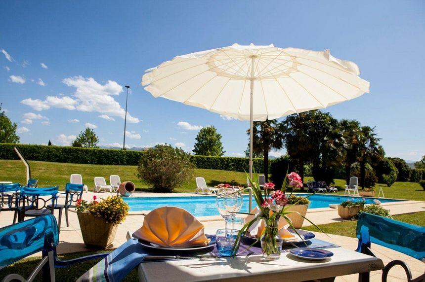 La terrasse de l'hôtel Alysson restaurant le Pastoral à Oloron Ste Marie
