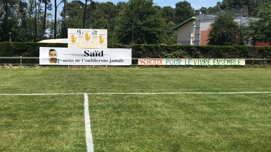 Ils étaient près de 150 personnes à rendre hommage à Saïd El Barkaoui au Stade Municipal d'Ychoux, ce dimanche